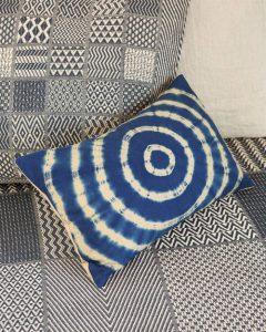 Kissen Batik Kreise Blau javanische Tradition